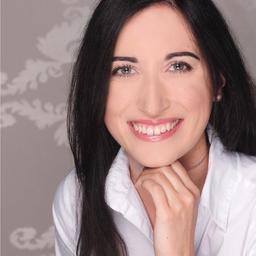 Dr. Veronika Nowroth