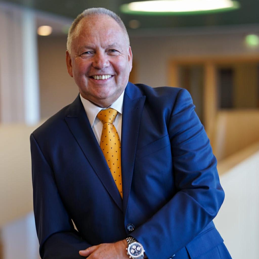Dieter hoffmann sales manager sopra banking software gmbh xing for Dieter hoffmann