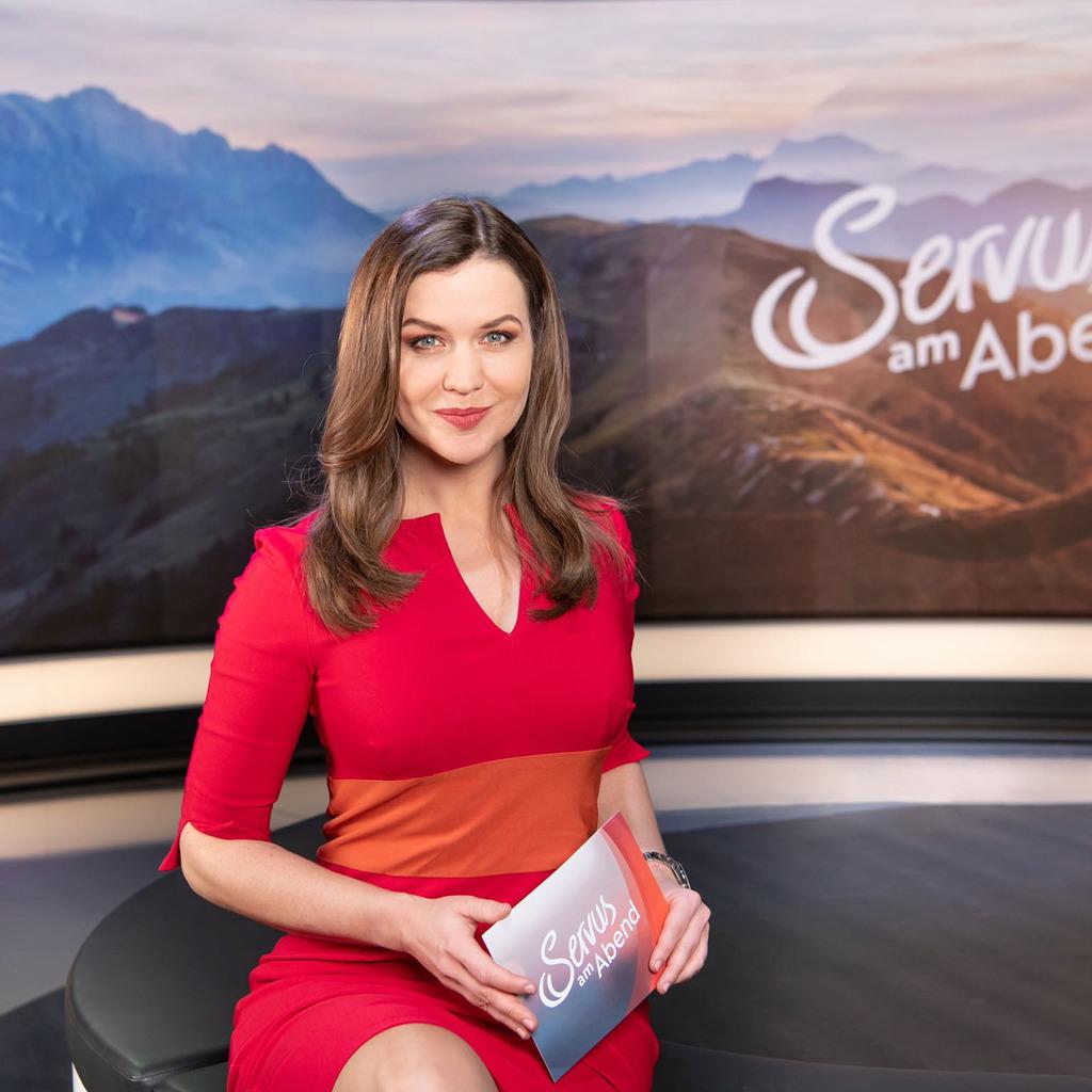 Claudia Maxones