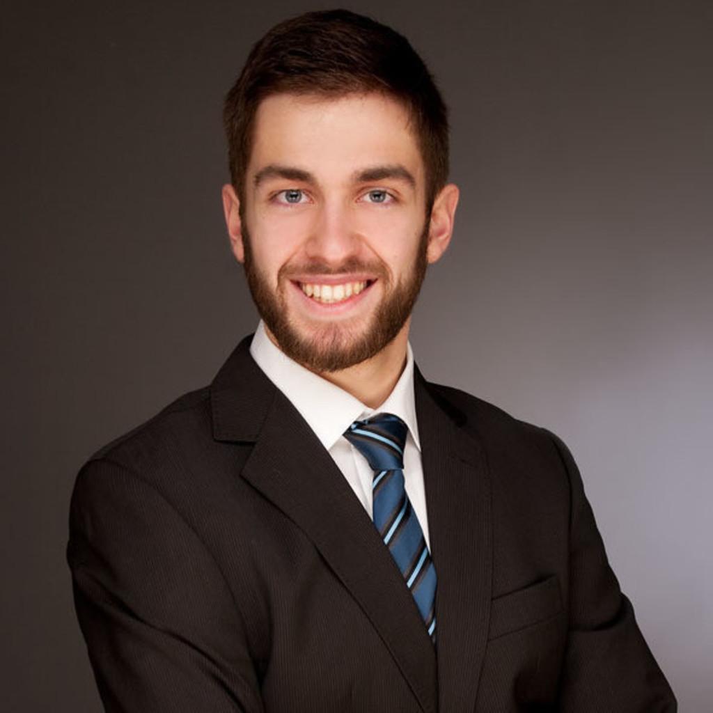 Manuel crass junior consultant finum finanzhaus ag xing for Junior consultant