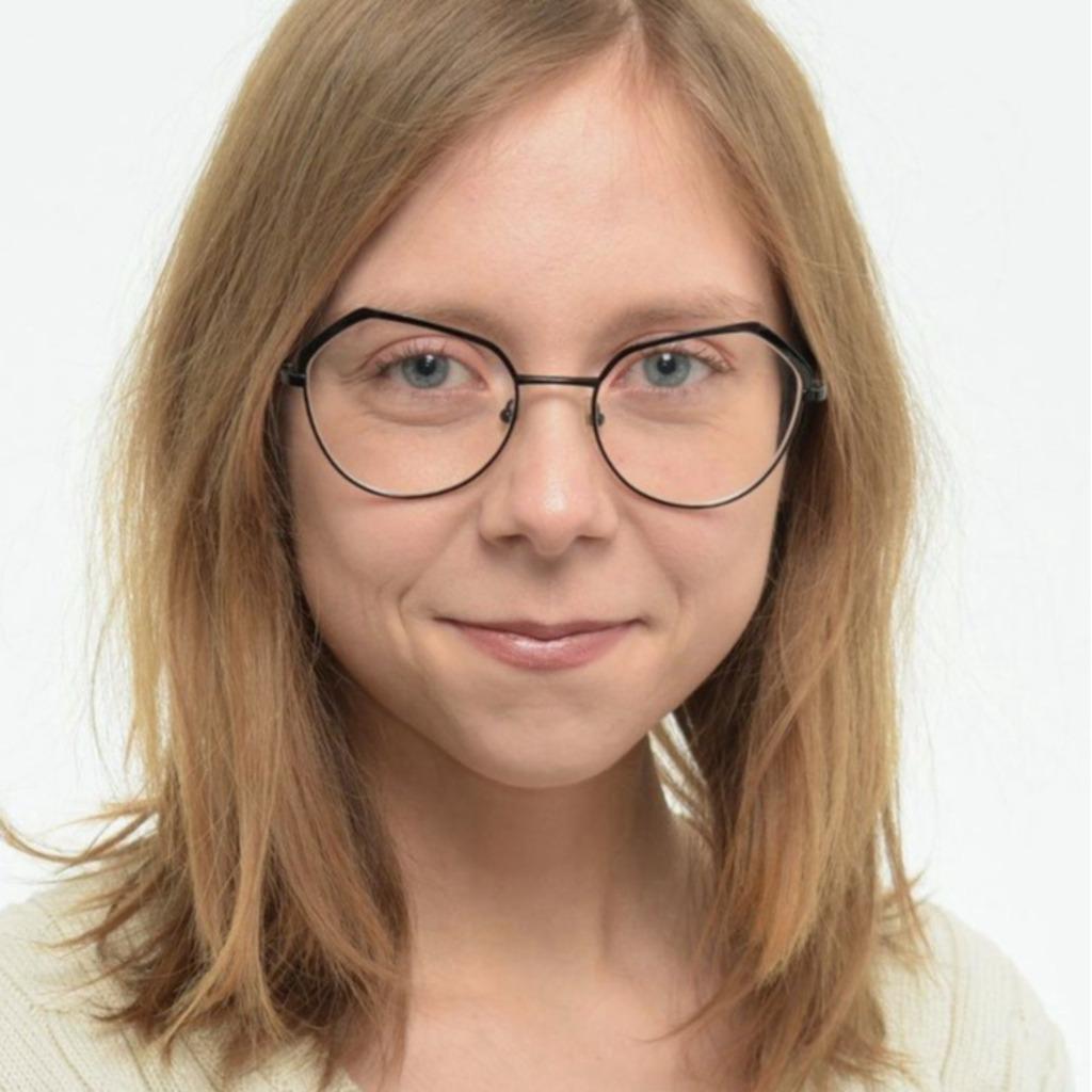Julia Molnar's profile picture