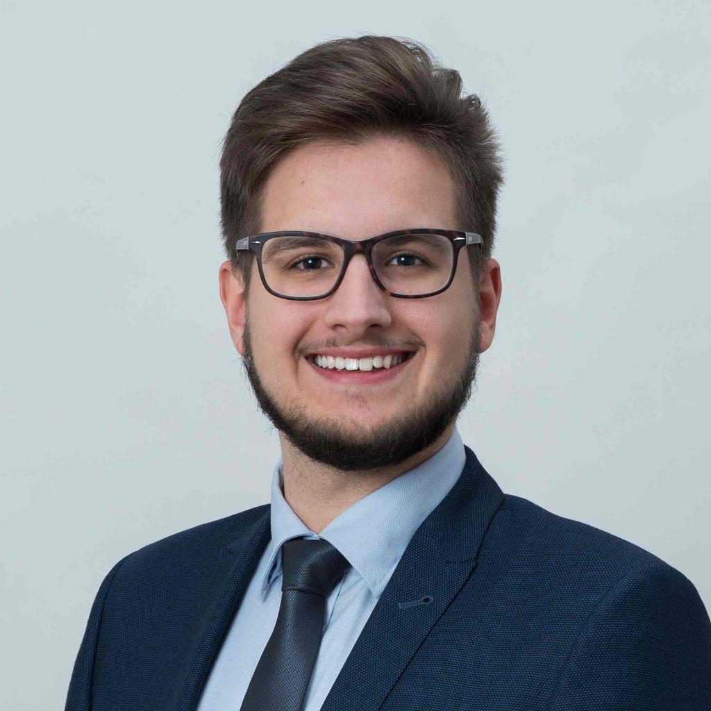 Thomas hettmann junior consultant banking finance for Junior consultant