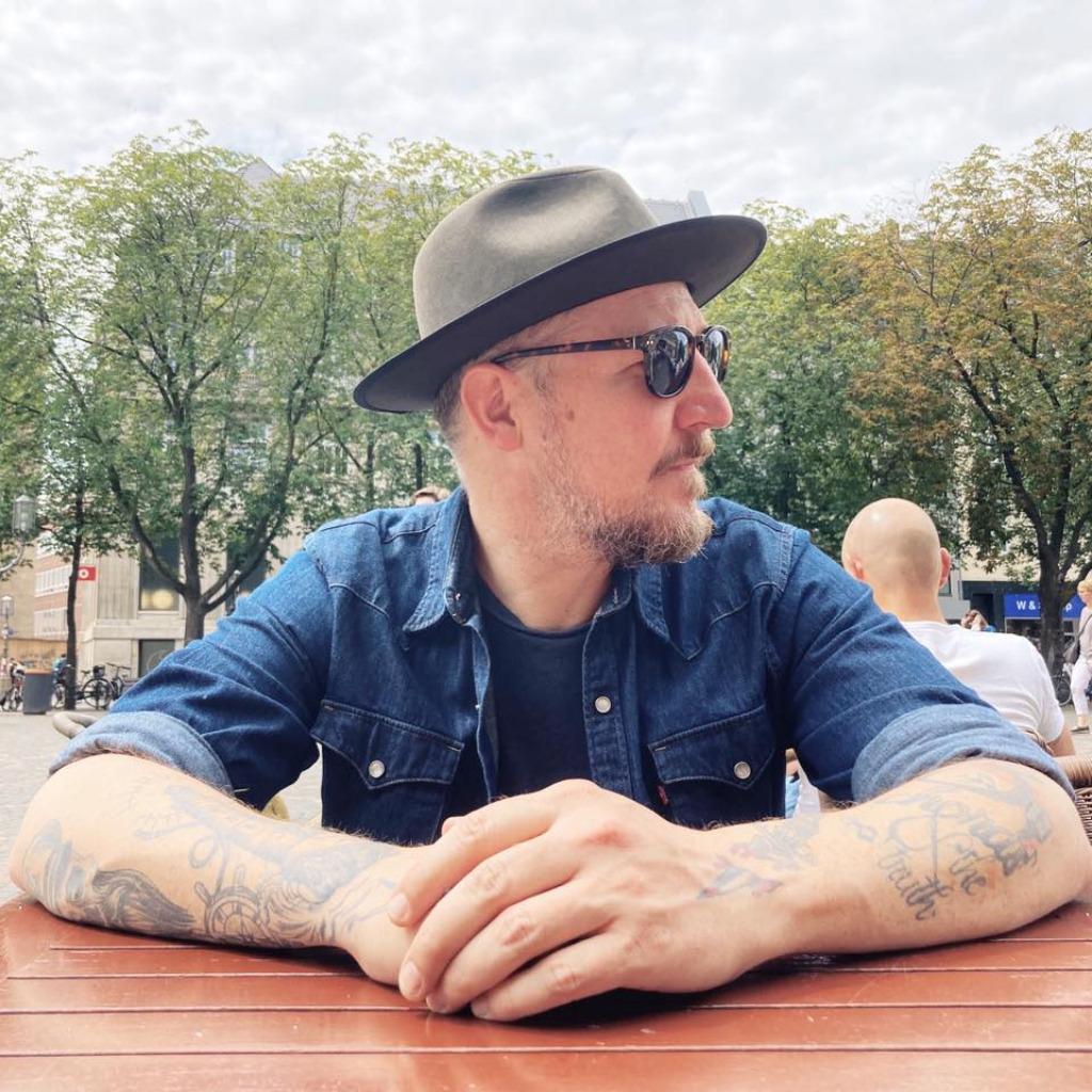 Holger l ckerath designer pixelpark ag xing for Mediengestalter offenbach