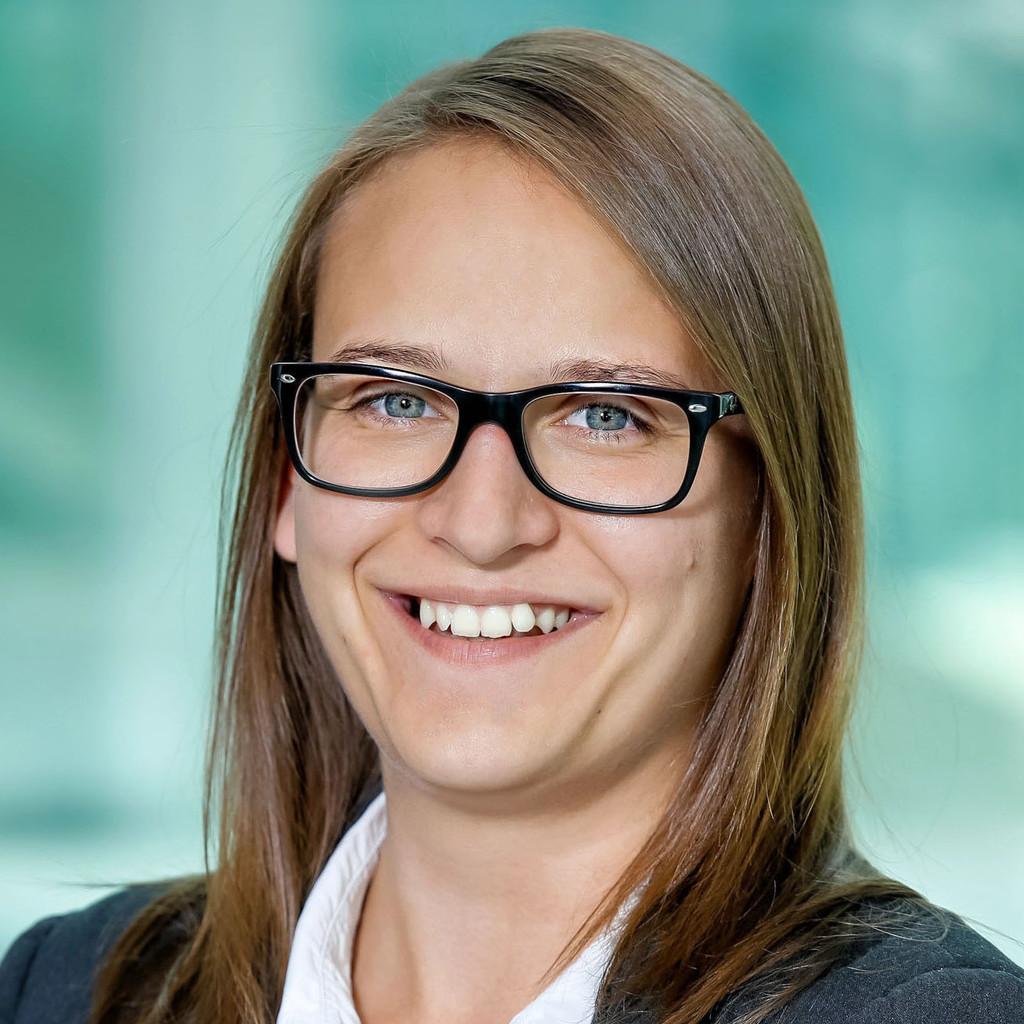 Claudia inwinkl head of digital operations reed for Grafik praktikum wien