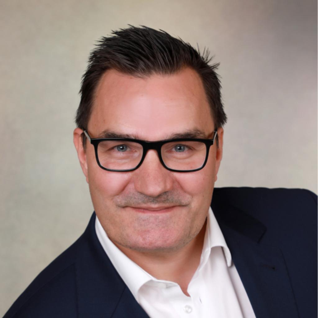 <b>Lars Hundhausen</b> - Gesamtverkaufsleiter Kiel / Markenverantwortlicher Seat ... - reiner-hinz-foto.1024x1024