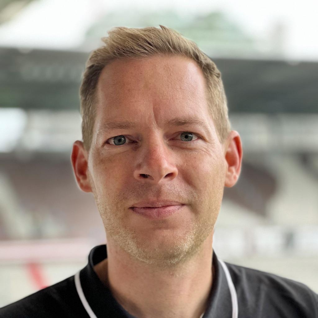 Dag gehring brand consultant team borussia dortmund for Brand consultant