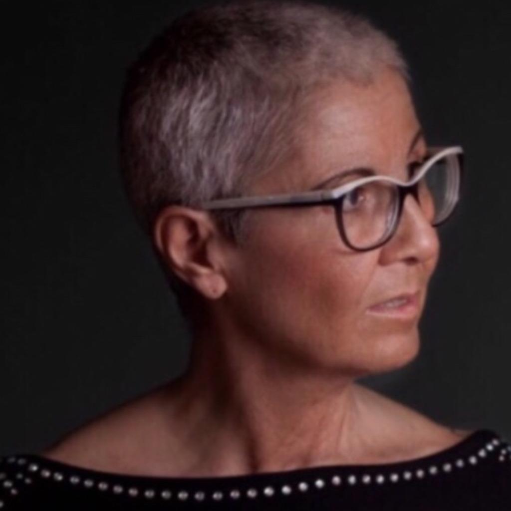 Silvia Broll - Tantra-Masseurin / Sexual-Therapeutin - Institut für Tantramassagen Flower of