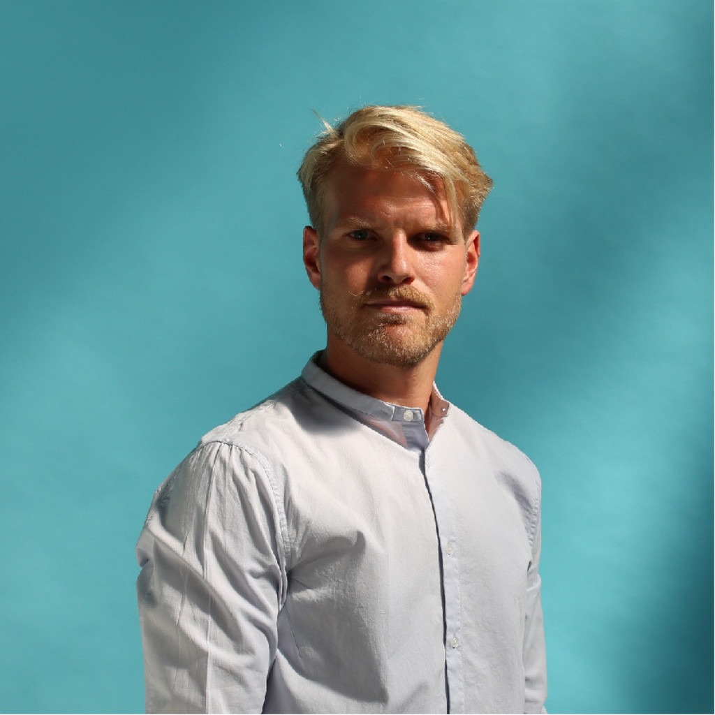 Bengt graper associate brand consultant lagard re for Brand consultant