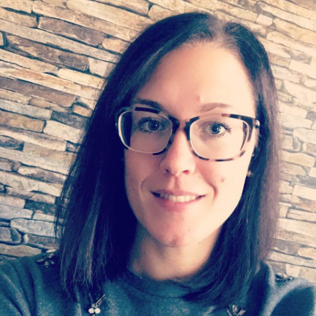 Alena Dreyer - Sachbearbeiterin Vertriebsinnendienst