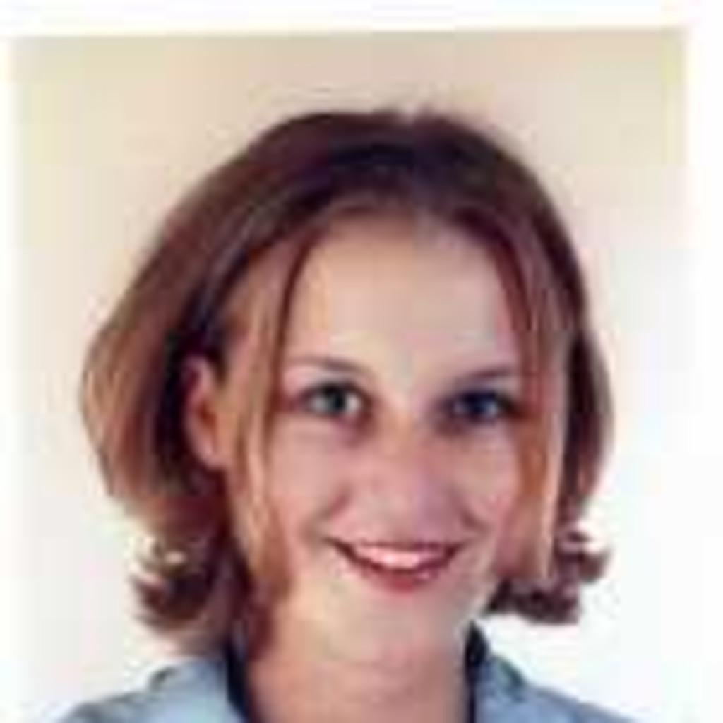 <b>Nadine Bach</b> - Angestellte Physiotherapeutin - Klinik Fleetinsel, ... - eike-sch%C3%A4fer-foto.1024x1024