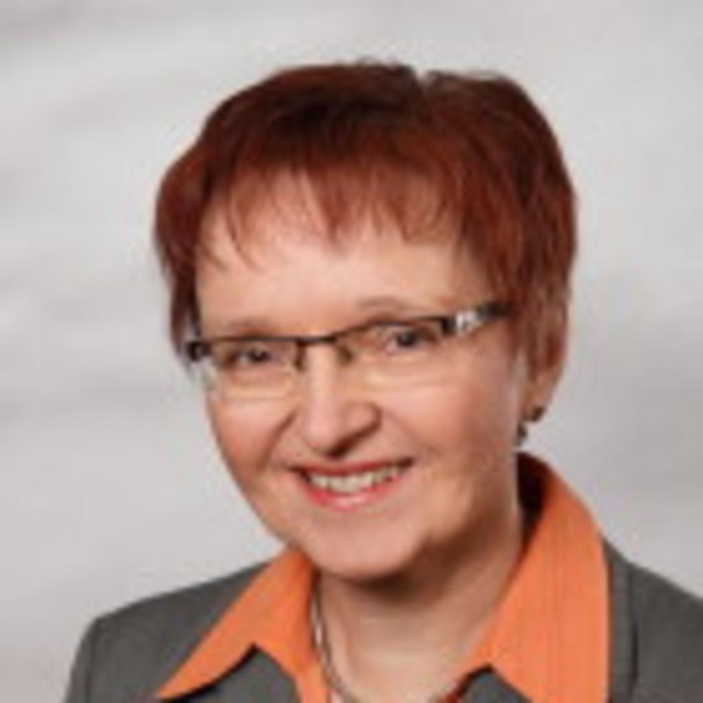 Karin Fischer - Leitung Bildungsservice - IHK Stade für den Elbe-Weser-Raum | XING - karin-fischer-foto.1024x1024