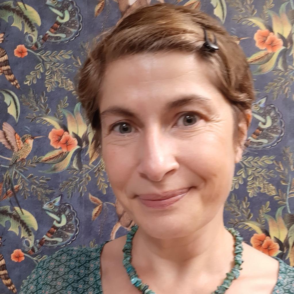celine petit - project manager