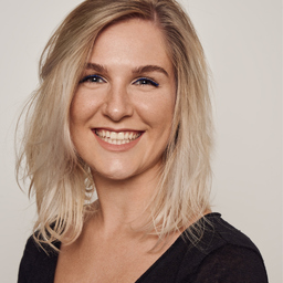 Manuela Reiter - Manuela Reiter Hair & Make Up Artist - Freising