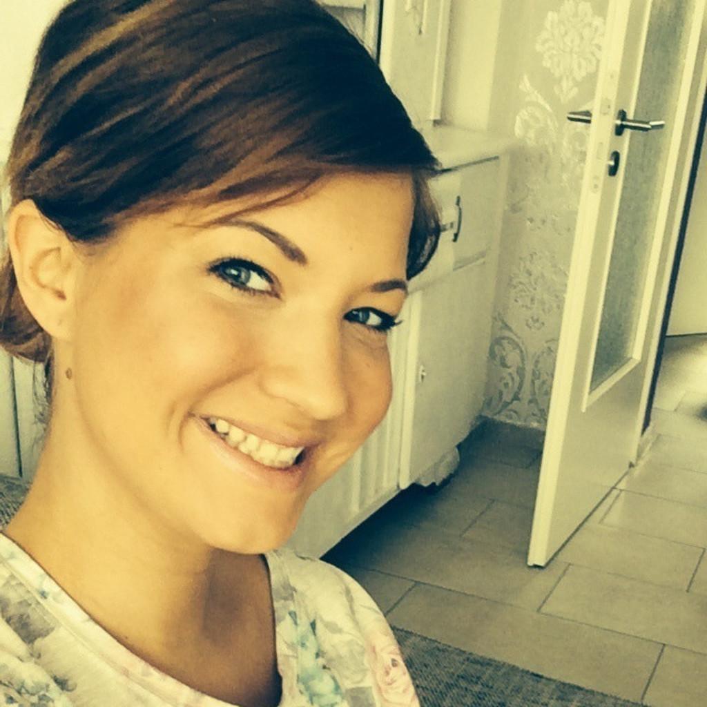 Julia Neumann - Gesundheits- und Krankenpflegerin - Julia