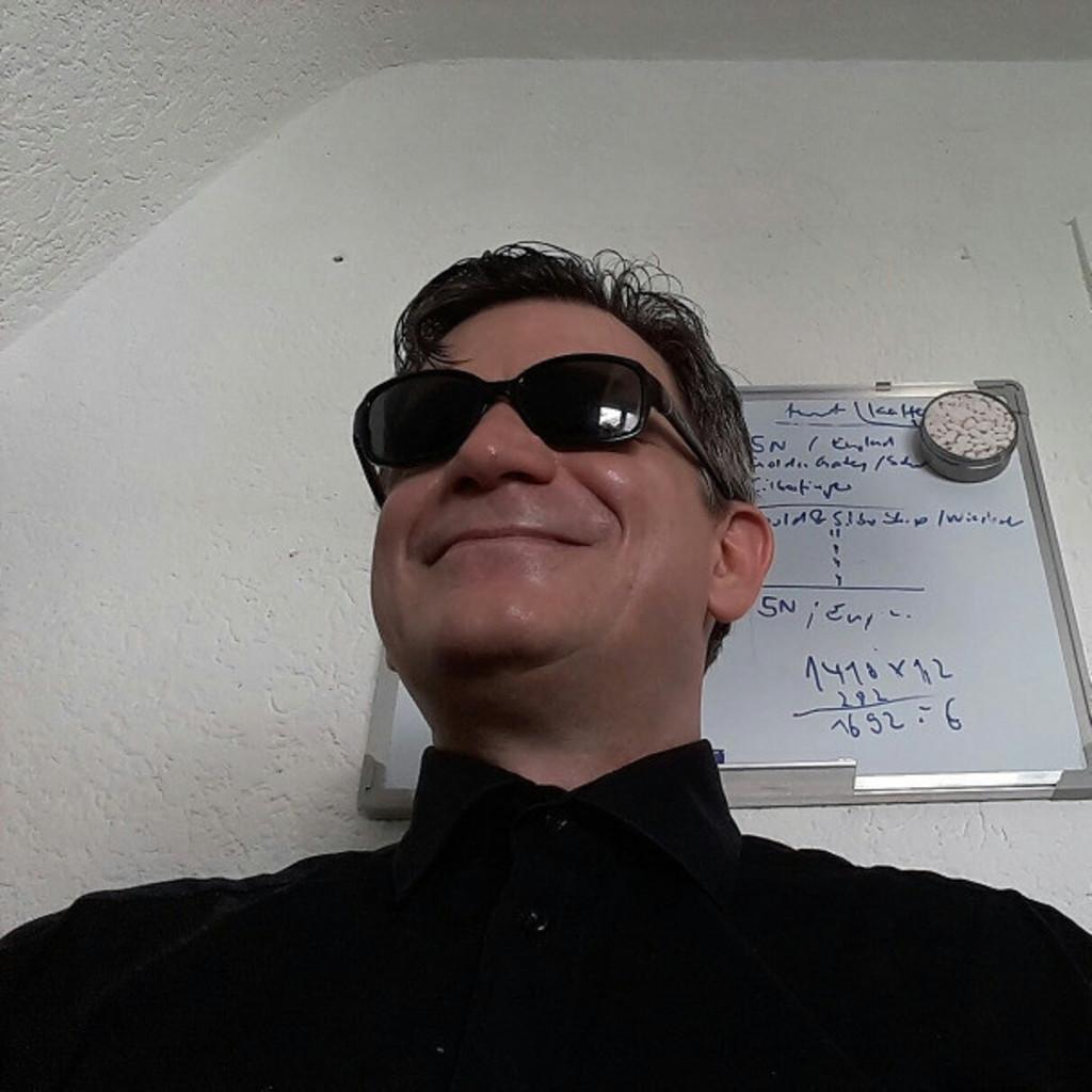 Knut robert de la schumann finanzberater grossh ndler for Iaf finanzberater