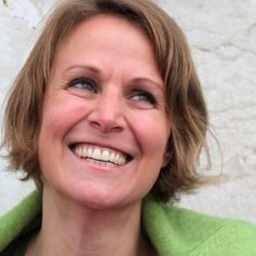Dr Julia Bayer - MovingMountains - München
