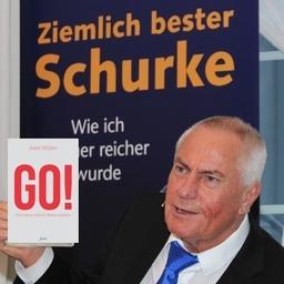"""Josef Müller - Buch """"Ziemlich bester Schurke"""" und      """"GO! - Das Leben will dir Beine machen"""" - München"""