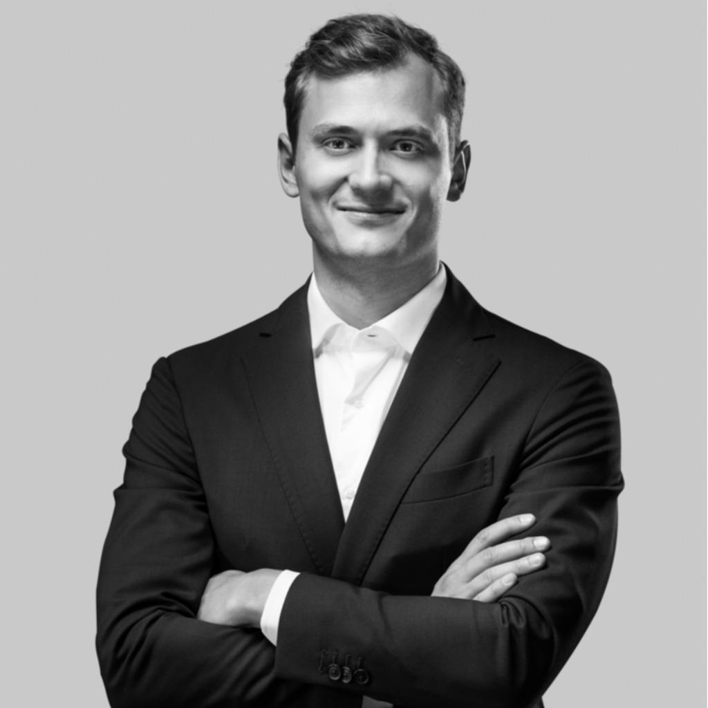 Dominik weiss junior consultant porsche consulting for Junior consultant