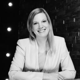 Annika Sieveneck - dgroup (Part of Accenture Consulting) - Hamburg