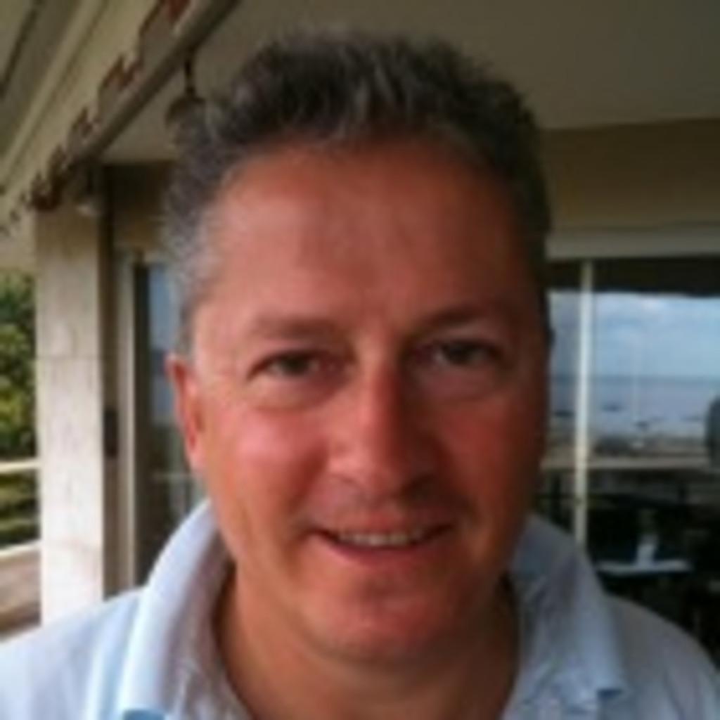 Daniele Hendry Direktor Cheyne Capital Xing