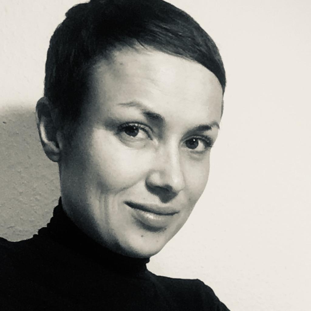 Sarah bauer art director giraffentoast design gmbh xing for Design office xing