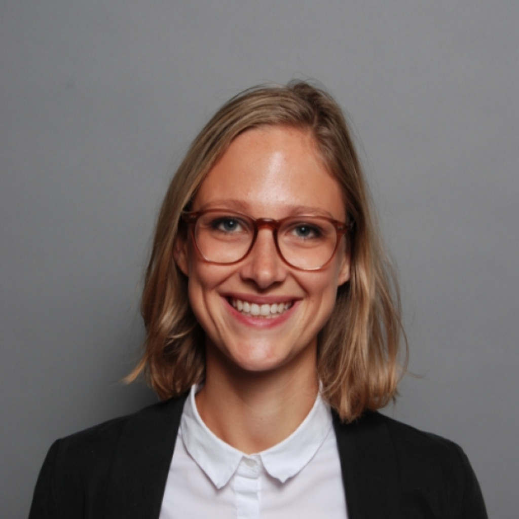lea schumacher - product marketing manager