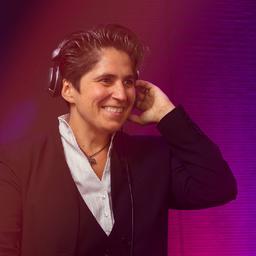 Denise Lau - DJane D_nise L' ; DJane für Standard & Lateintanzmusik, Salsa & Swing - Hamburg