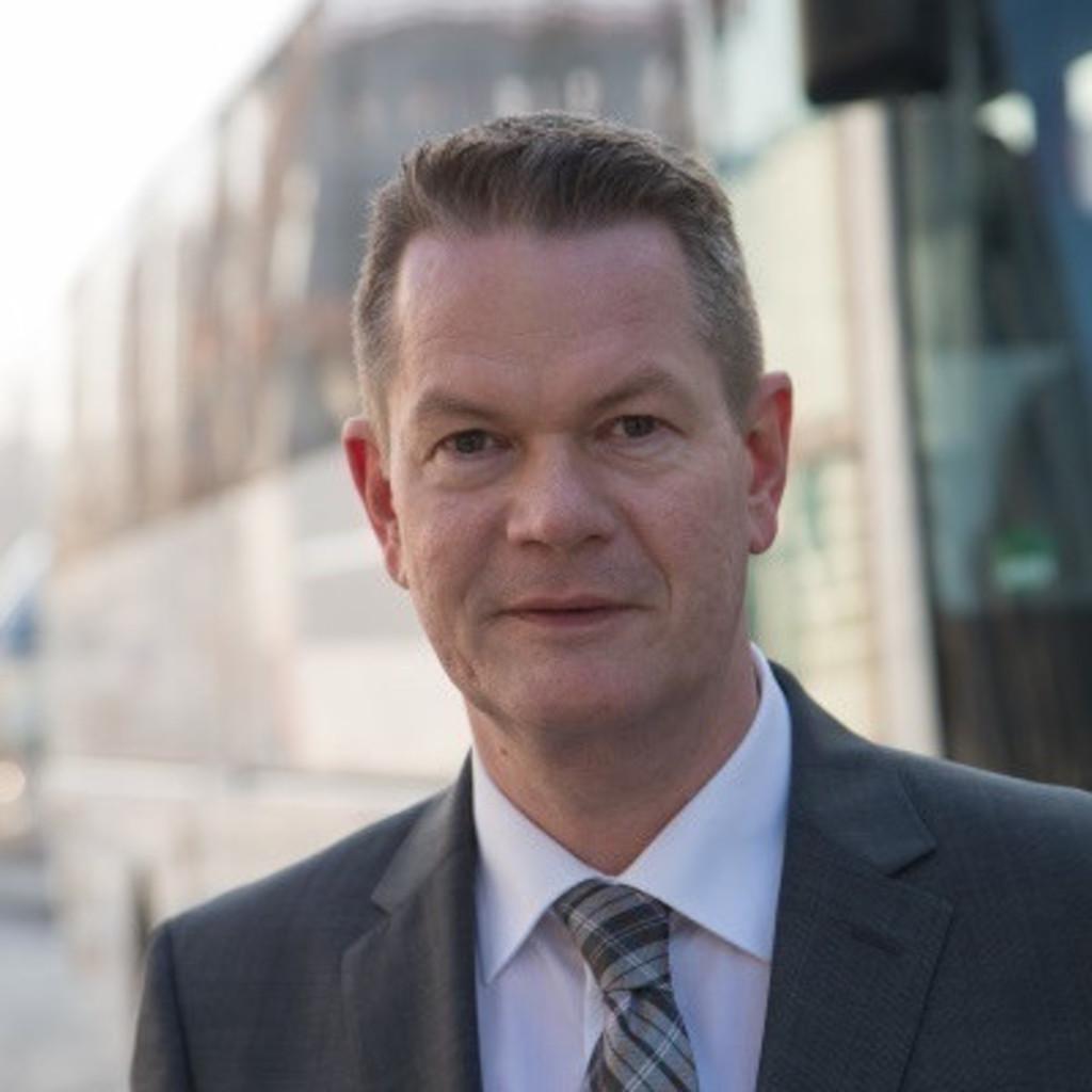 Roland ciezki abteilungsleiter entwicklung exterieur bus for Plastic omnium auto exterieur