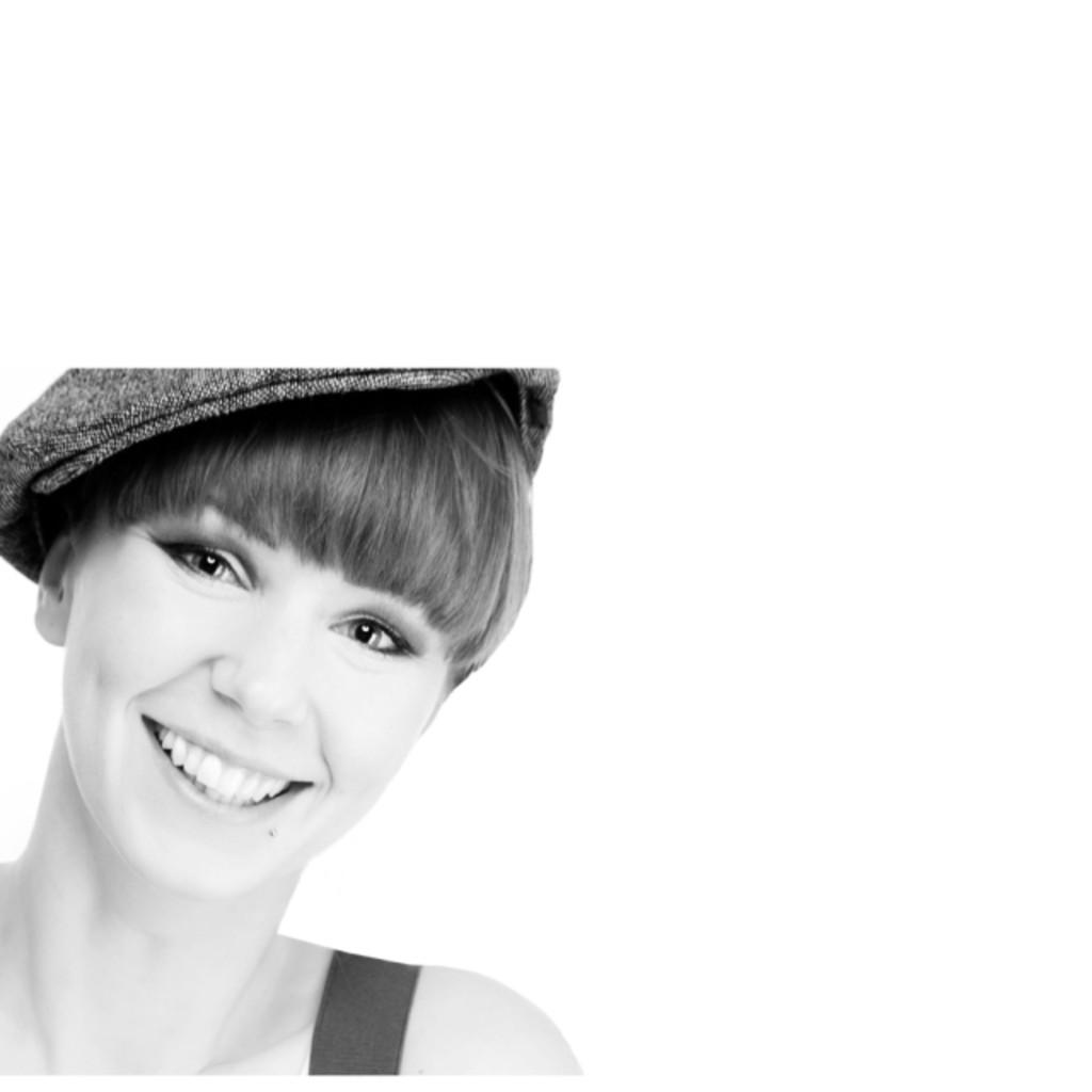 <b>Eva Kluge</b> - Stellvertretende Geschäftsführerin - SHOTS OF ART PHOTOGRAPHY   ... - eva-kluge-foto.1024x1024