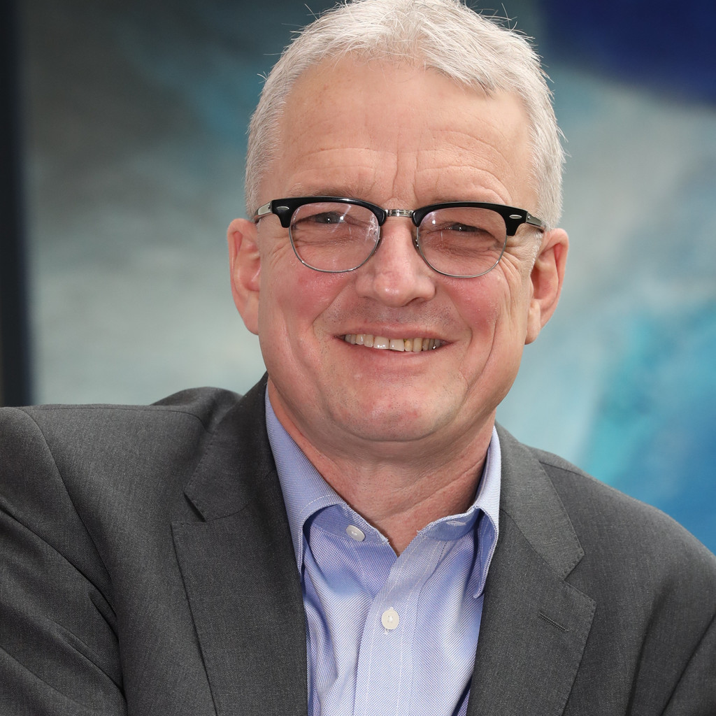 Claus W. Geraets - Intl. Supply-Chain Manager - Interim ...
