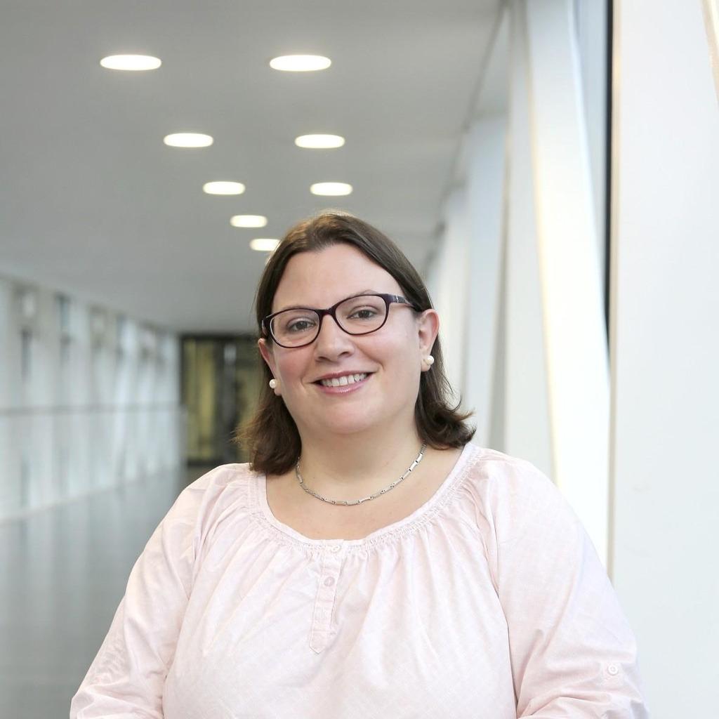 <b>Daniela Abraham</b> - Abteilungsleiterin der Medizintechnik - Uniklinik ... - daniela-abraham-foto.1024x1024
