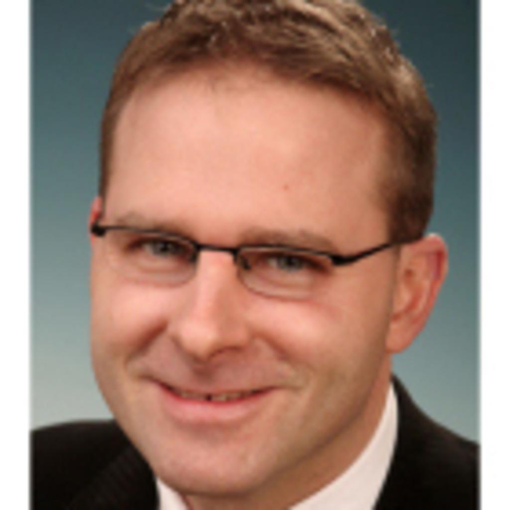 <b>Lars Hundhausen</b> - Gesamtverkaufsleiter Kiel / Markenverantwortlicher Seat ... - marcel-buck-foto.1024x1024