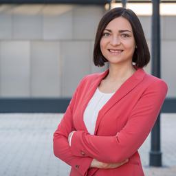 Dr. Julia König