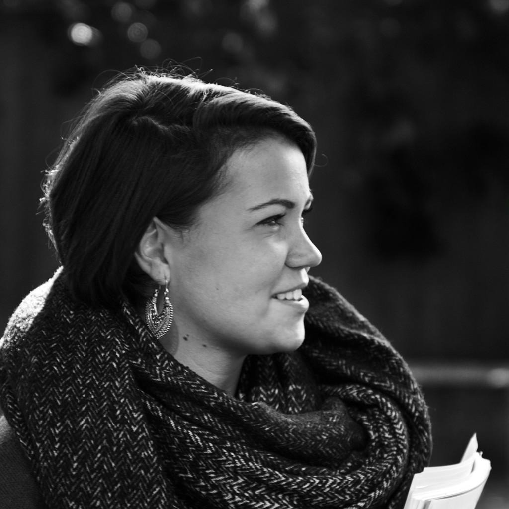<b>Pia Rossmann</b> - Junior Assistenz Sales &amp; Marketing - Speakers Excellence ... - pia-rossmann-foto.1024x1024