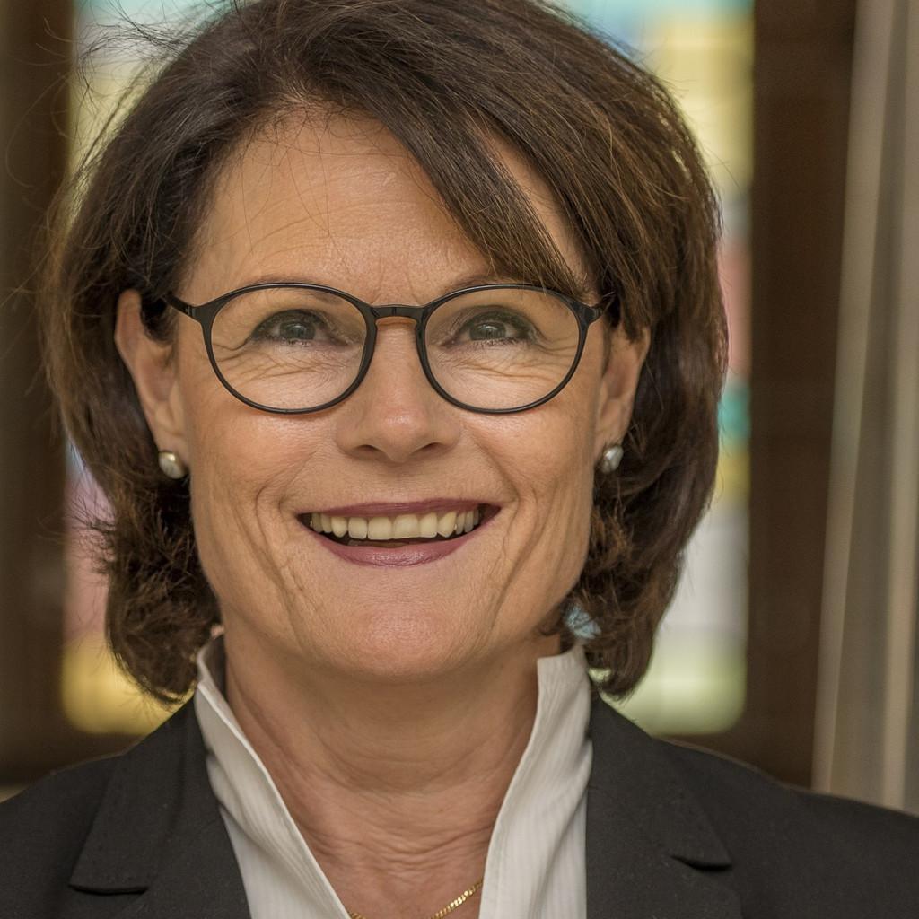 Maria plankensteiner spiegel leiterin des bisch flichen for Spiegel xing