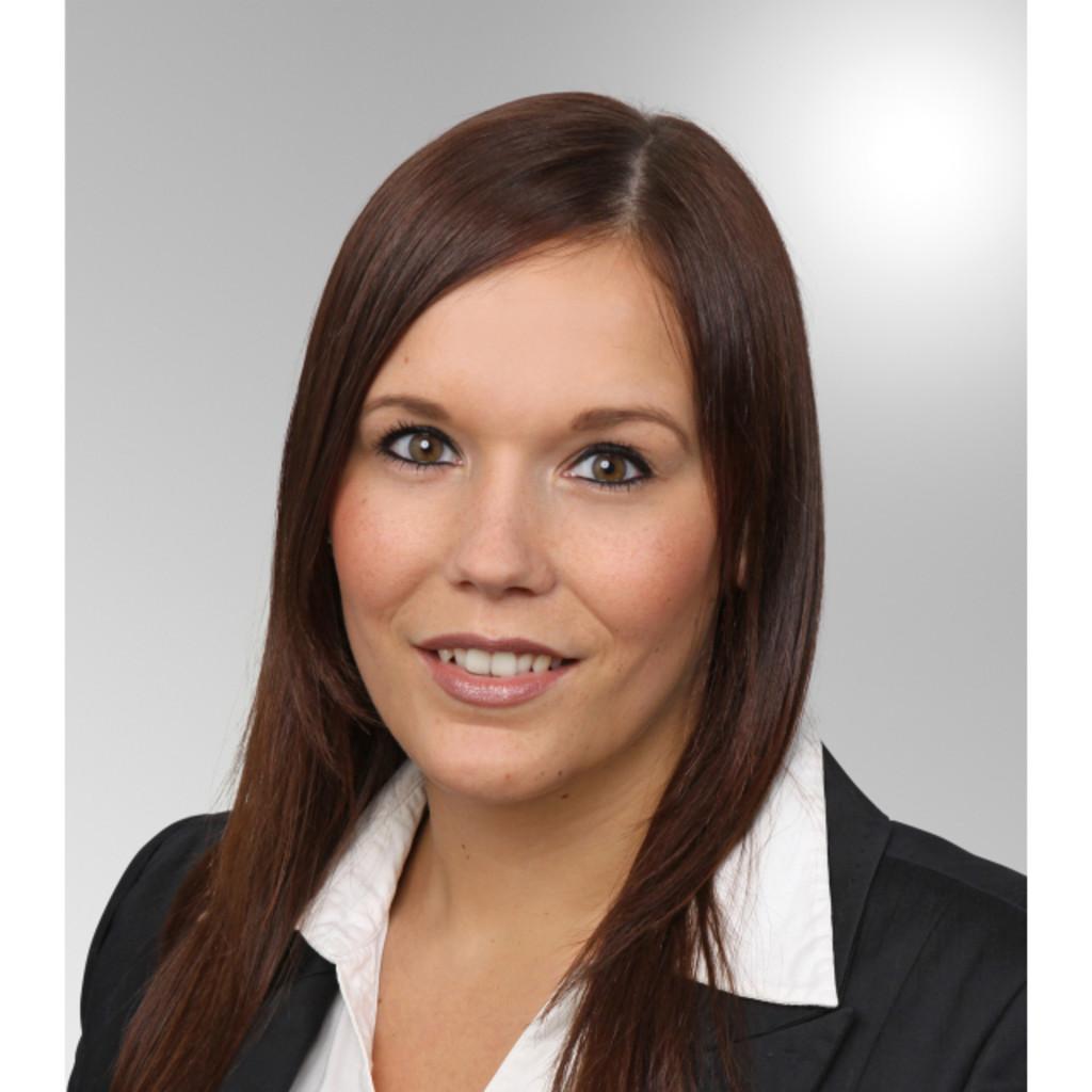 <b>Jennifer Braun</b> - Studentin am Lehrinstitut der Management-Akademie der ... - jennifer-braun-foto.1024x1024