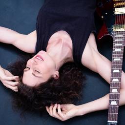 Jennifer Arnold - Pop/Blues Singer Deetaz Dragon - Berlin