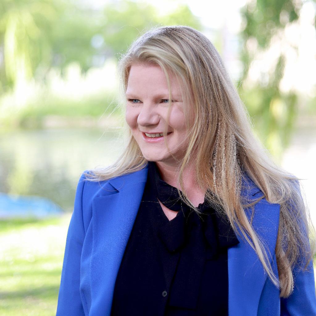 Eline I Tukker In House Legal Counsel Kia Motors
