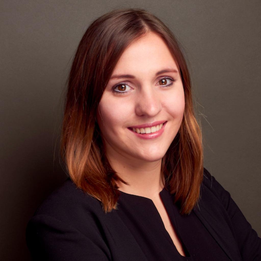 Sina frank brand consultant sasserath munzinger plus for Brand consultant