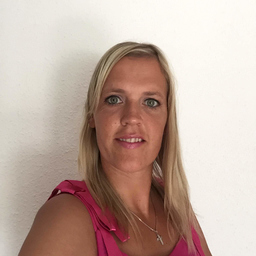 mandy reina's profile picture