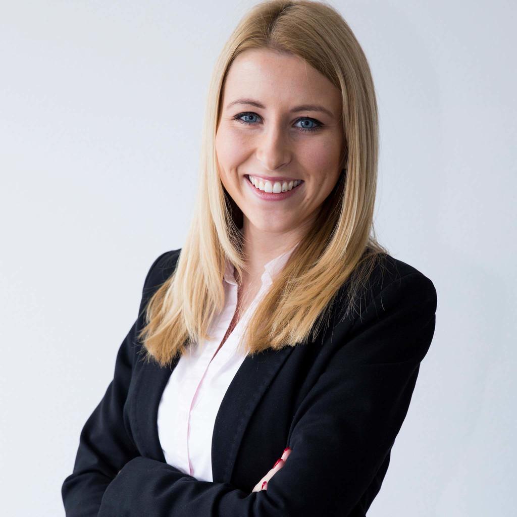 Julia Freund - Spezialistin für Immobilienfinanzierungen