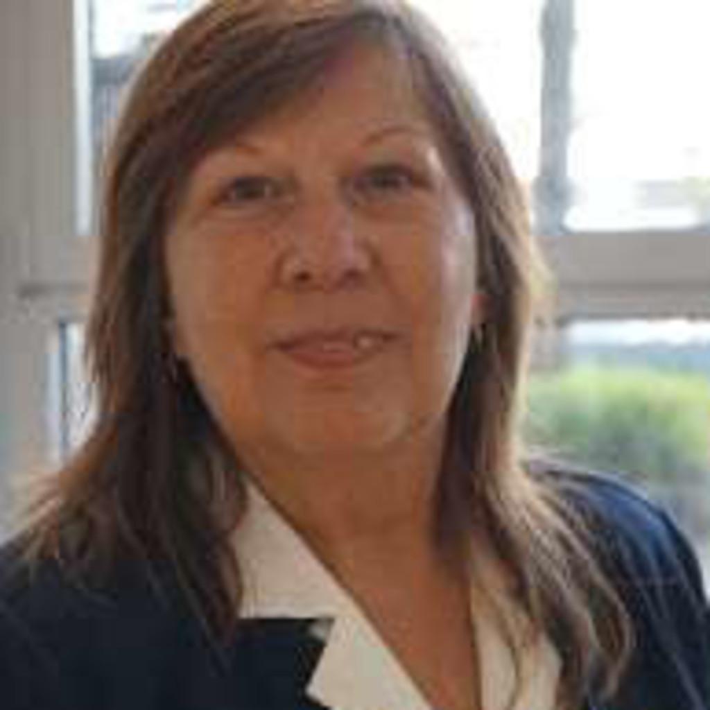 Monika Schwarz - Prokuristin und Ressortleiterin Personal und Unternehmenskommunikation - vr