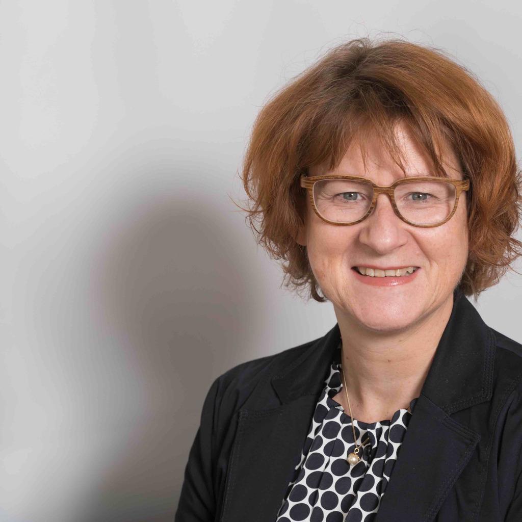 Elke Schmidt elke schmidt pflegedirektorin und geschäftsführerin krankenhaus