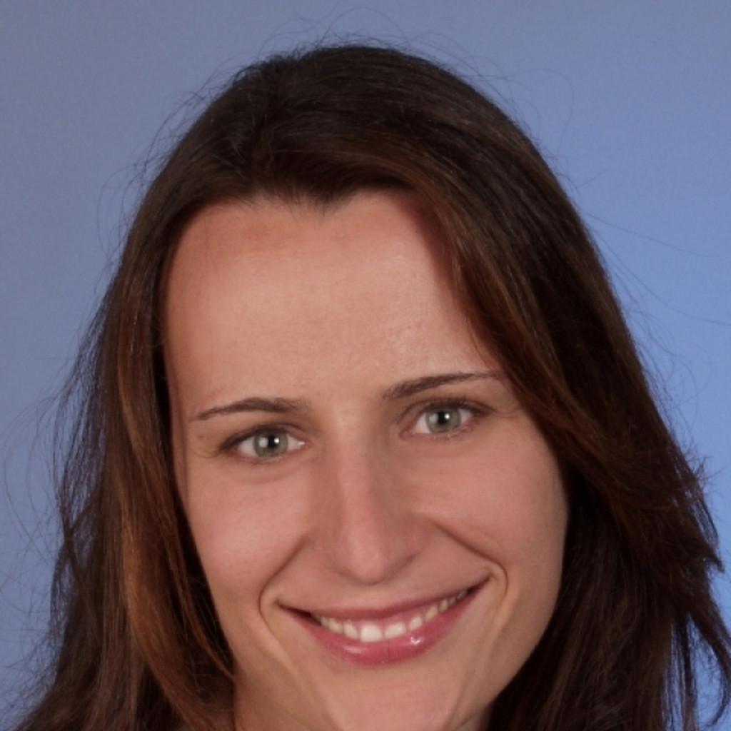 <b>Anke Püttjer</b> - Kinaesthetics Trainerin/ Pflegeberaterin - Klinik   XING - daniela-huber-foto.1024x1024