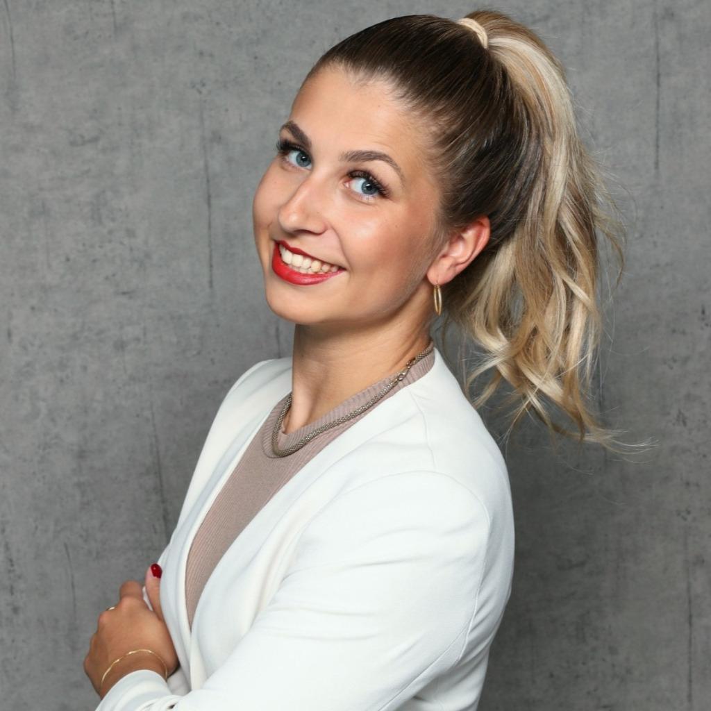 professionelle Profile von Nadine