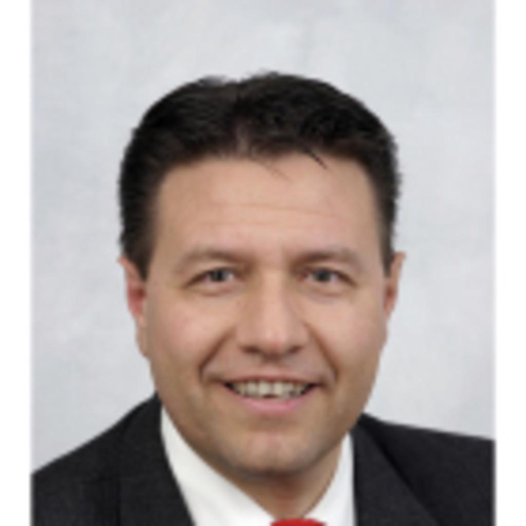 <b>Manuel Garcia</b> - Fachspezialist Produktmanagement Vorsorge und Vermögen ... - manuel-garcia-foto.1024x1024