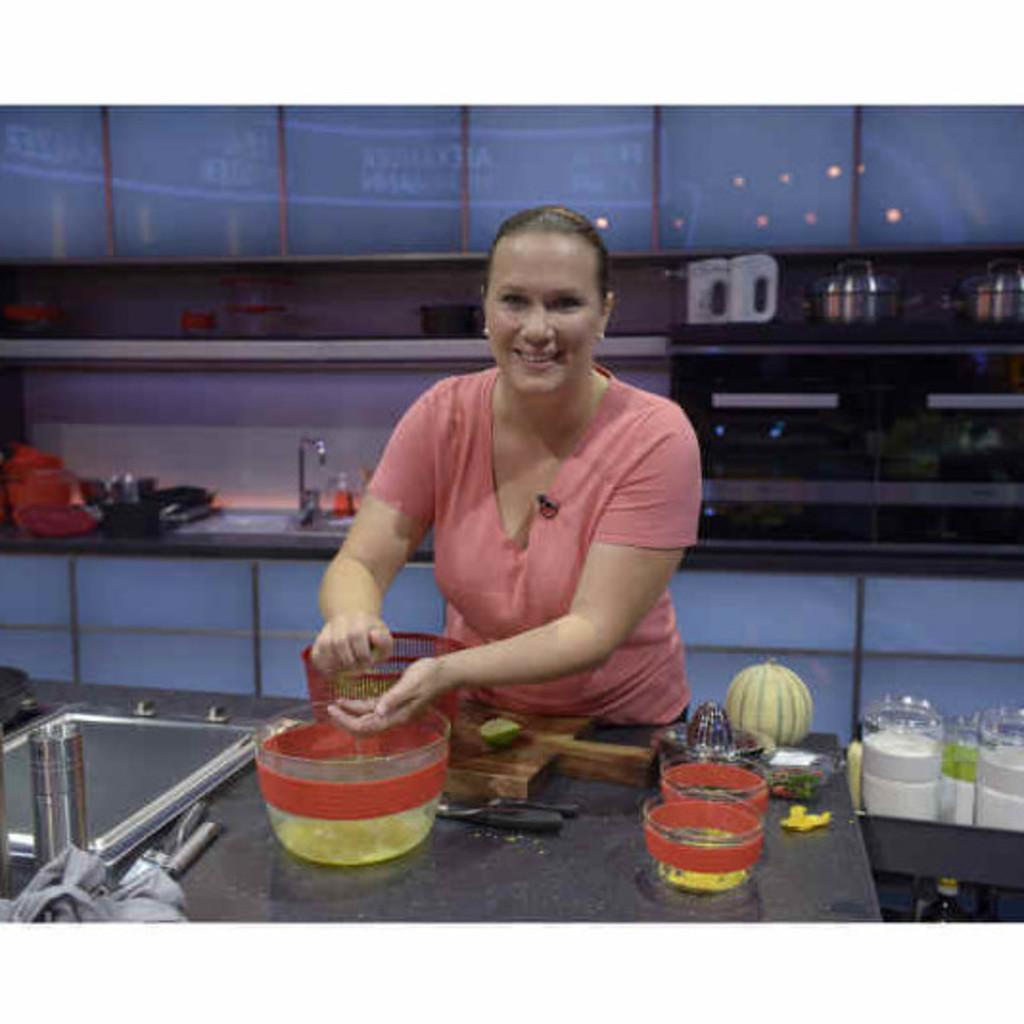Alexandra j hne commis de cuisine the ritz carlton for Annonce commis de cuisine