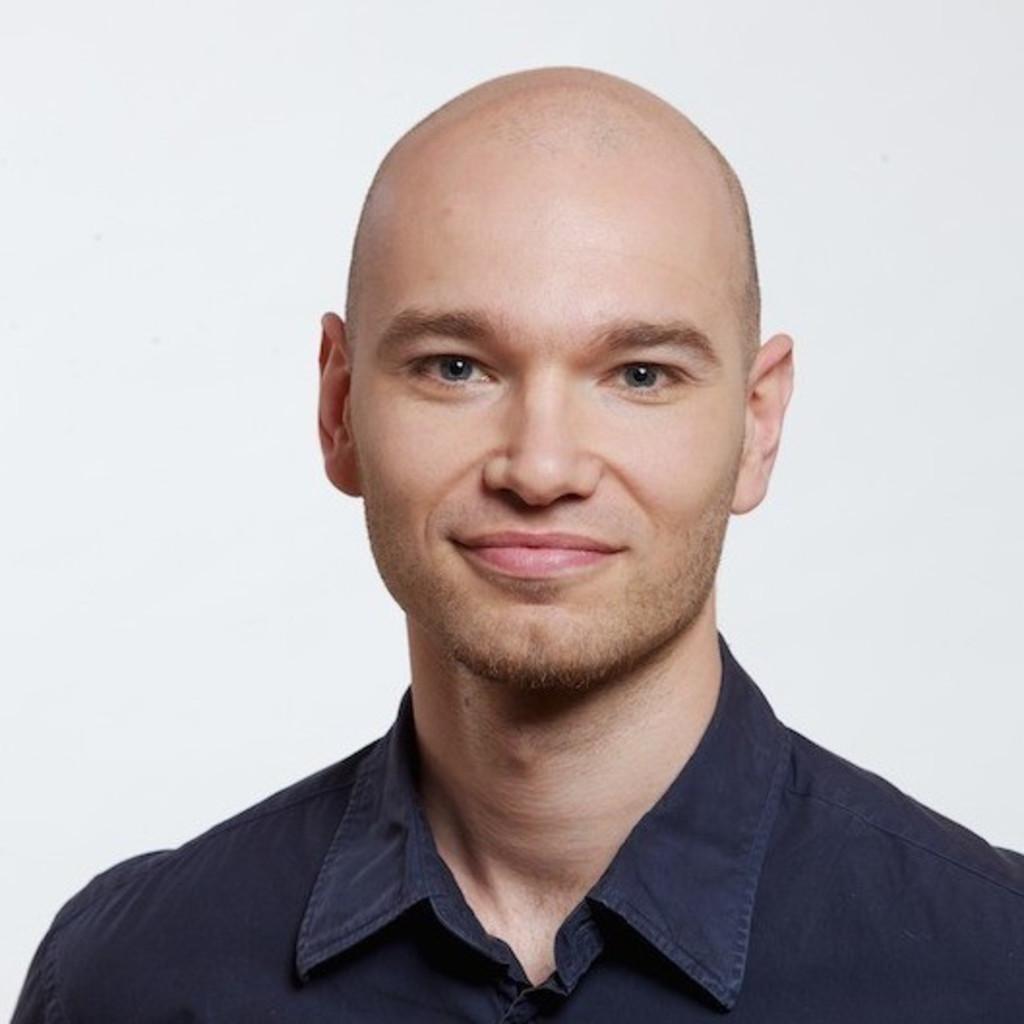 Seit 2002 verantwortet Yves Naumann bei mellowmessage digitale Projekte für Industrieunternehmen wie STILL und SEMIKRON. Als Senior Consultant für Digitales Marketing Management liegt sein Fokus auf der Weiterentwicklung der Digitalen Marketing Strategie international agierender B2B Unternehmen.