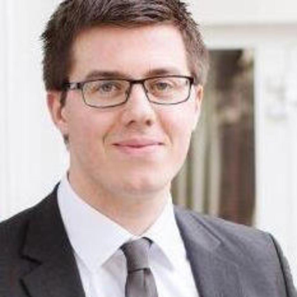 Lucas d ring junior consultant einkauf international for Junior consultant
