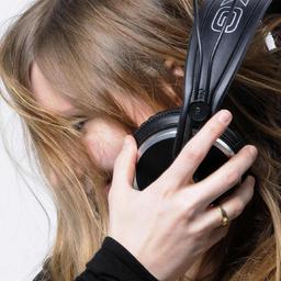 Arlett Drexler - Sprecherin mit eigenem Studio inkl. Musiktaxi mit APT-X, Voice over IP - München